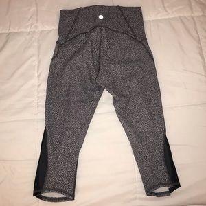 Lululemon crop leggings size 6- grey
